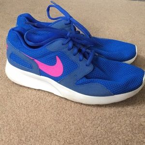 Nike Size 8.5. Only worn 2x!